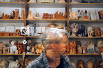 Mirsad Begić sculptore maker, photographed by Borut Peterlin / MLADINA