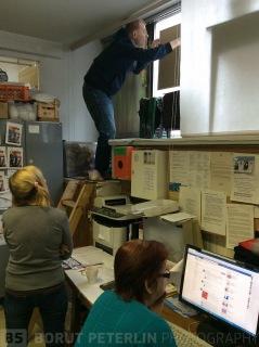 Petri hanging the pinboard
